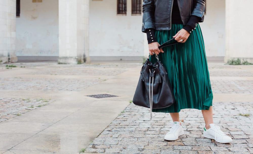 Quel haut porter avec une jupe plissée longue ?