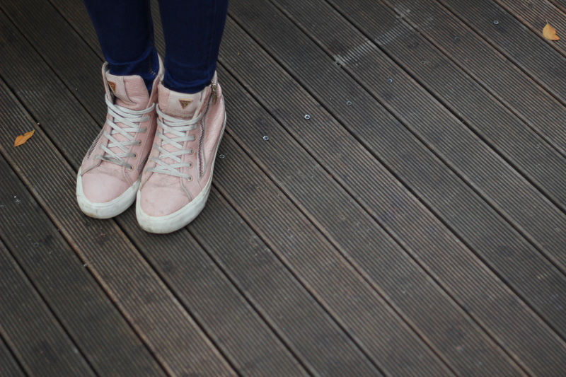 Quelles chaussures porter avec un jean large ?