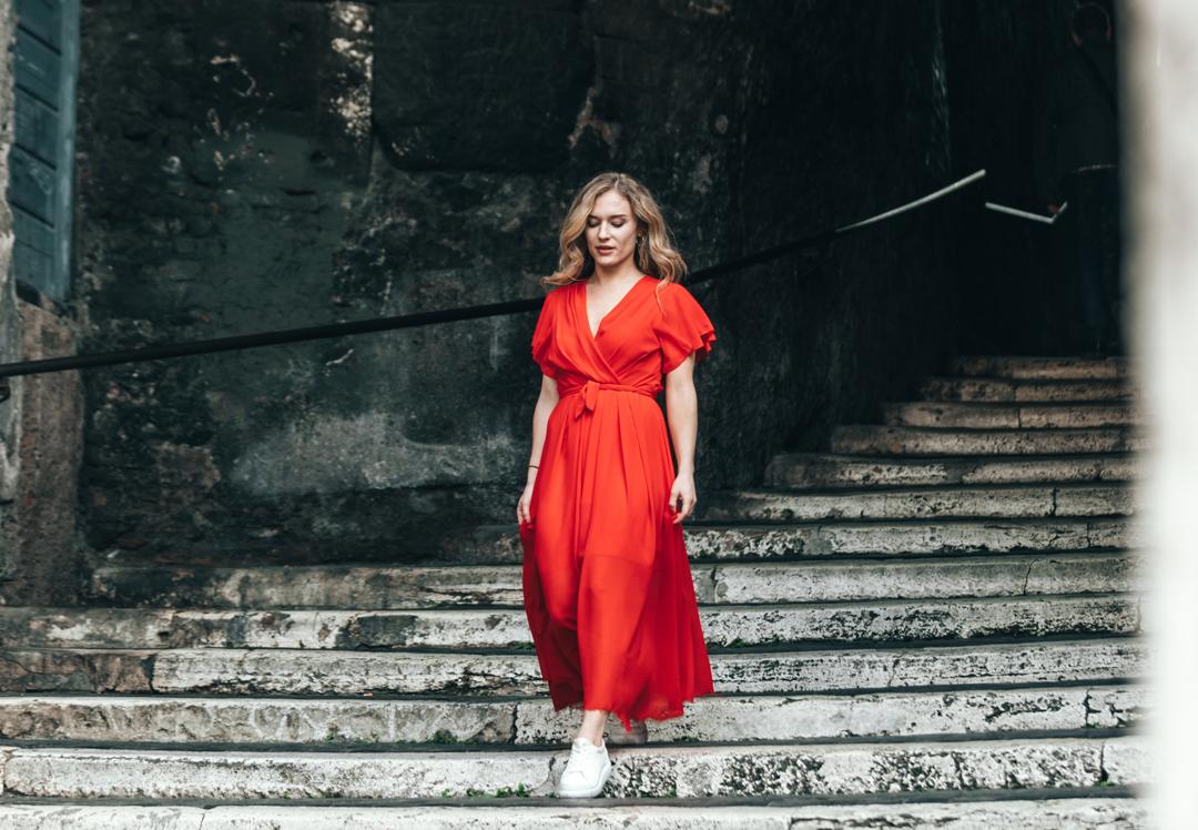 Quelle couleur de chaussure avec une robe rouille ?